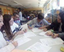 Grupos interactivos en la biblioteca con los compañeros del Programa Muévete.